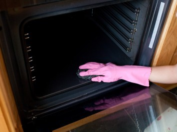 How to Clean and Oven